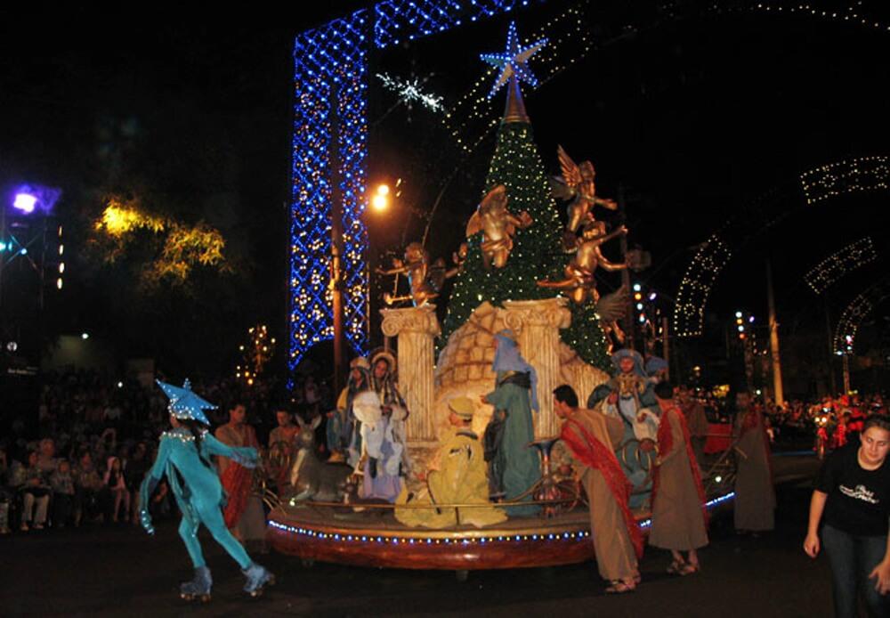 Desfile Natal de Luz Gramado Natal Luz em Gramado: todas as dicas (e alguns alertas) quando estiver lá com as crianças!