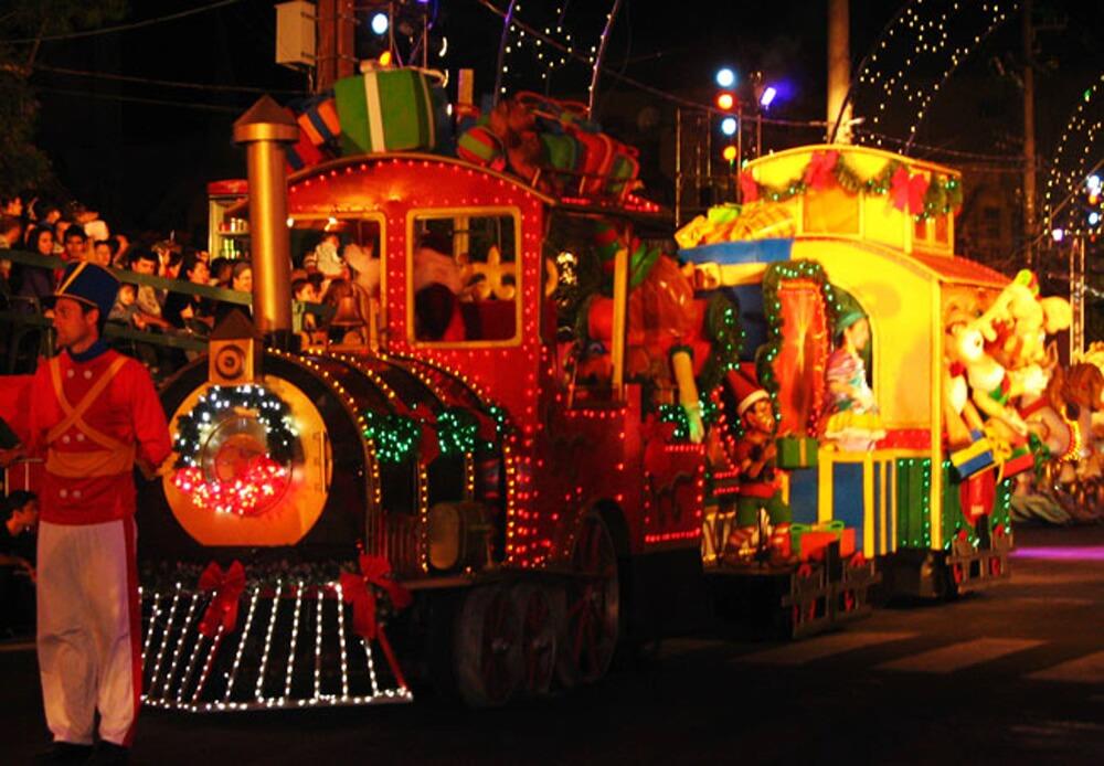Parada de Natal Gramado  Natal Luz em Gramado: todas as dicas (e alguns alertas) quando estiver lá com as crianças!