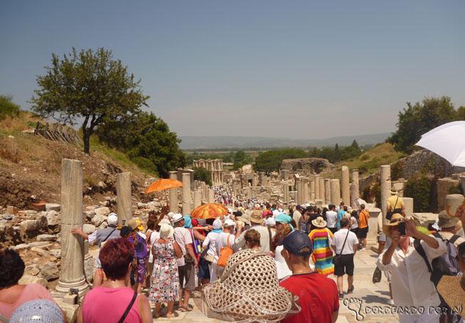 Multidão de turistas: Fica a dica: fuja de Éfeso no auge do verão turco (Junho a agosto)