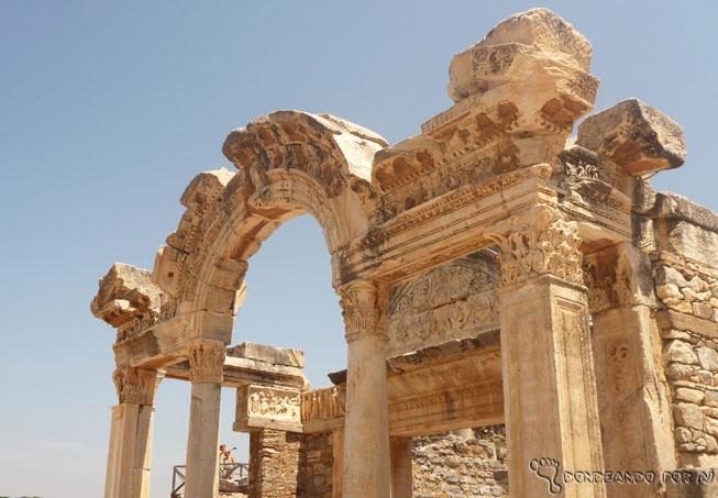 Ruínas de Éfeso: marcas de um tempo de glória