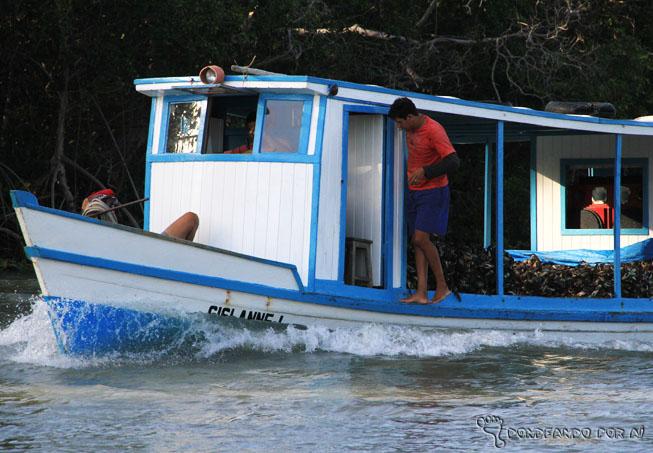 barco carregado de siris - delta do parnaíba