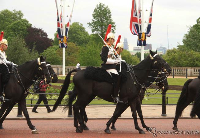 Palácio de Buckingham troca da guarda cavalaria