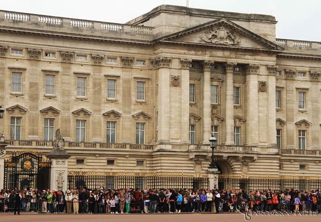 Palácio de Buckinhgam Lotado esperando para ver a troca da guarda