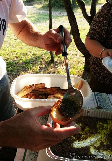 pão com trufas raladas e azeite