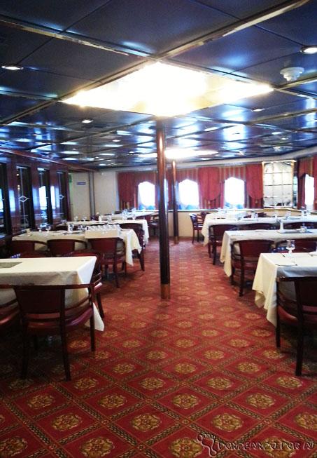 salão_refeitório_navio_hurtigruten_noruega