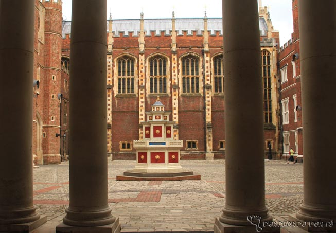 Hampton_Court_patios