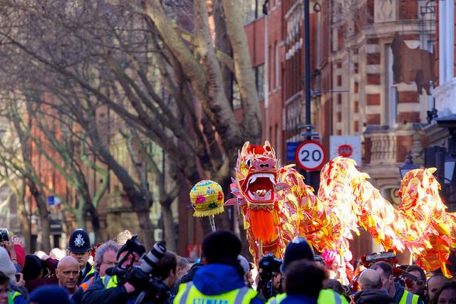 Festa do Ano Novo Chinês em Londres. Crédito da Foto: Paul Hudson (Licença Creative Commons)