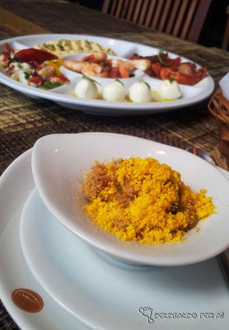 O bom de passar férias em Recife é a parte da comida: tem casquinha de siri, caldinho de sururu, guaiamum... Quer melhor pausa entre uma praia e outra?