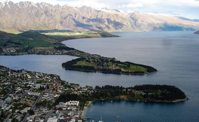 Queenstown vista de cima, e sob as nuvens. Esse era o tempo constante na Nova Zelândia.