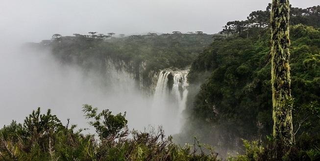 Canyons com neblina e tempo ruim... Não dá para ver muita coisa... :( Crédito da Foto: Catarina Donda