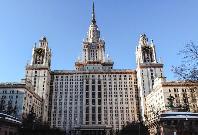 Prédio dormitório da Universidade Estatal de Moscou, uma das atrações arquitetônicas da cidade. A área do Campus, com seus bares e restaurantes próximos (e a um bom preço) vale a visita! Crédito da Foto: Aline Coelho