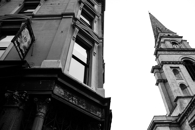 """Por ter sido o lugar onde duas das vítimas de Jack frequntarem, o pub chegou a pegar carona na fama e mudou o nome para """"The Jack The Ripper"""", mas foi obrigado a mudar para o nome original depois de uma enorme pressão pública, já que não é correto homenagear dessa forma um assassino de mulheres."""